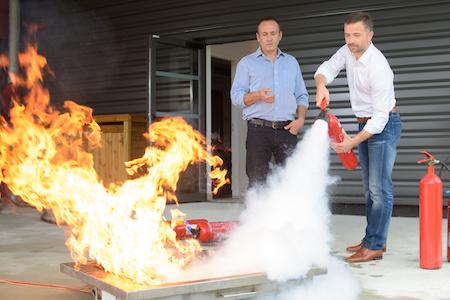 Anwendung von Feuerlöschern